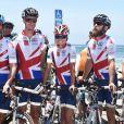 Pippa Middleton, son frère James et leur équipe aux couleurs du Royaume-Uni représentant la Michael Matthews Foundation au départ de la 33e Race to America, le 14 juin 2014 à Oceanside, San Diego (Californie). Le début d'un périple extrême de près de 5 000 km en huit jours, que seuls les plus costauds peuvent réussir à accomplir.