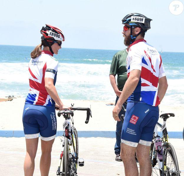 Pippa Middleton, 30 ans, avec son frère James, 27 ans, lors du départ de l'équipe de la Michael Matthews Foundation pour la 33e Race to America, le 14 juin 2014 à Oceanside, San Diego (Californie). Le début d'un périple extrême de près de 5 000 km en huit jours, que seuls les plus costauds peuvent réussir à accomplir.
