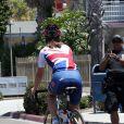 Premiers coups de pédale pour Pippa Middleton lors du départ de l'équipe de la Michael Matthews Foundation pour la 33e Race to America, le 14 juin 2014 à Oceanside, San Diego (Californie). Le début d'un périple extrême de près de 5 000 km en huit jours, que seuls les plus costauds peuvent réussir à accomplir.