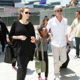 La star Angelina Jolie et Brad Pitt arrivent à l'aéroport de Los Angeles avec leurs enfants Zahara et Maddox en provenance de Londres, le 14 juin 2014.