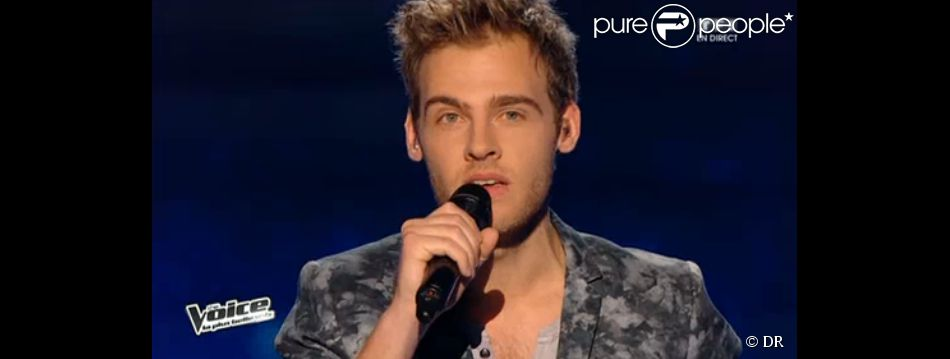 Charlie chante Le Coup de Soleil de Richard Cocciante dans The Voice 3 sur TF1, le samedi 12 avril 2014
