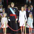 Le roi Felipe VI, la reine Letizia d'Espagne et leurs filles, la princesse Leonor et l'infante Sofia, arrivent au Palais Royal pour la cérémonie d'investiture à Madrid. Le 19 juin 2014.