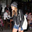 Cara Delevingne, visiblement exténuée, quitte le Bowery Hotel à New York. Le 18 juin 2014.