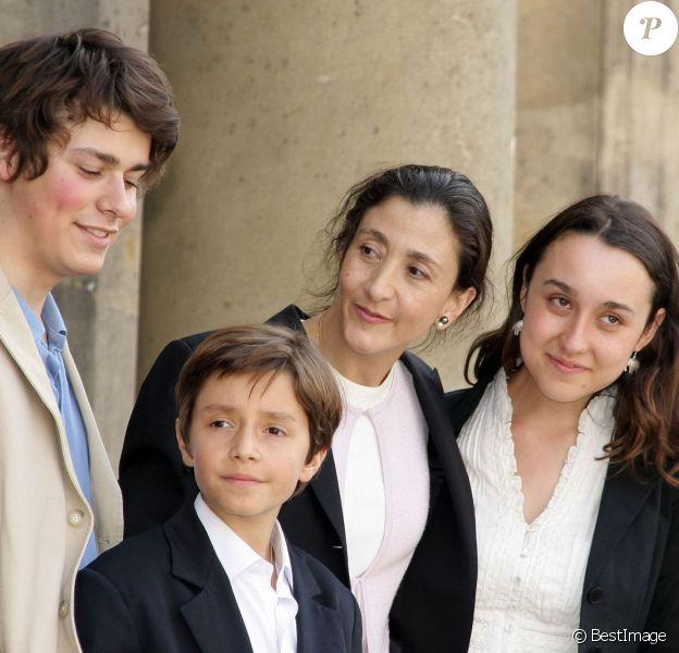 Ingrid Betancourt avec Lorenzo et Mélanie, ses enfants, et le petit Stanislas, son neveu, reçus par Nicolas Sarkozy au palais de l'Elysée, le 4 juillet 2008. Deux jours après sa libération.