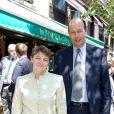 Catherine Mathivat et Louis Giscard d'Estaing lors du déjeuner Père & Fils, mardi 24 juin 2014, aux Deux Magots à Paris.