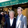 Laurent Dassault et son fils Julien lors du déjeuner Père & Fils, mardi 24 juin 2014, aux Deux Magots à Paris.