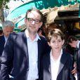 Aymar du Chatenet et son fils Simon lors du déjeuner Père & Fils, mardi 24 juin 2014, aux Deux Magots à Paris.