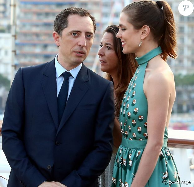 Gad Elmaleh et sa compagne Charlotte Casiraghi arrivant à la soirée pour l'inauguration du nouveau Yacht Club de Monaco au port Hercule, le 20 juin 2014.