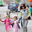 Sarah Jessica Parker et ses jumelles Marion et Tabitha Broderick se promènent à Greenwich Village à New York, le 12 juin 2014.