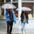 Sarah Jessica Parker et son mari Matthew Broderick se promènent sous la pluie à New York, le 13 juin 2014.