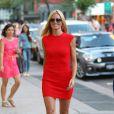Heidi Klum à New York, porte une jolie robe rouge Alexander McQueen et des souliers Giuseppe Zanotti. Le 24 juin 2014.