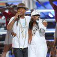 Pharrell Williams et Missy Elliott sur la scène des BET Awards au Nokia Theatre de Los Angeles, le 29 juin 2014.