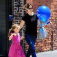Jennifer Garner et sa fille Seraphina Affleck font du shopping à Santa Monica, le 21 juin 2014.
