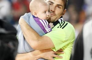 Iker Casillas : Première baignade avec son bébé Martin pour oublier le Mondial