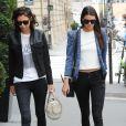 Kendall Jenner fait du shopping avec une amie. Paris, le 7 juillet 2014.