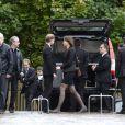 La fille de Benoît Duquesne assiste aux obsèques de son papa, à l'église Jeanne d'Arc de Versailles, le jeudi 10 juillet 2014.