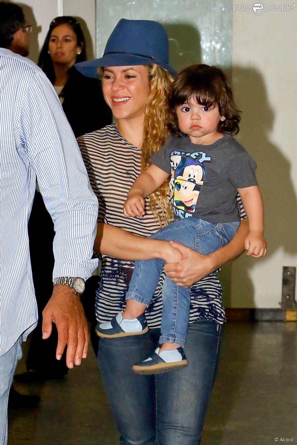 Shakira au br sil radieuse avec son petit milan pour for H s bains sons