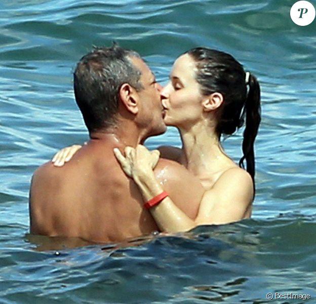 Exclusif - Jeff Goldblum et sa fiancée Emilie Livingston profitent de leurs vacances à Hawaii, le 15 juillet 2014.