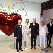 Albert de Monaco découvre avec passion la collection François Pinault exposée
