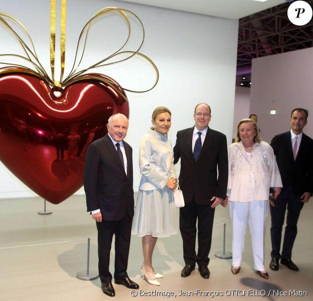 """François Pinault, Farah Pahlavi, le prince Albert II de Monaco, Maryvonne Pinault, Martin Béthenod et Michel Roger (ministre d'État de la principauté de Monaco) - Vernissage de l'exposition """"ArtLovers - Histoires d'art dans la collection Pinault"""" au Grimaldi Forum le 15 juillet 2014."""