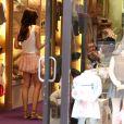 Tamara Ecclestone et son époux Jay Rutland avec leur fille Sophia font les boutiques à Saint-Tropez, le 20 juillet 2014