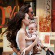 Tamara Ecclestone et son adorable fillette Sophia dans les rues de Saint-Tropez, le 20 juillet 2014