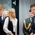 Le roi Willem-Alexander et la reine Maxima des Pays-Bas sont apparus bouleversés et très marqués au sortir d'un rassemblement avec les familles des victimes du vol MH17 de la Malaysian Airlines le 21 juillet 2014 à Nieuwegein.