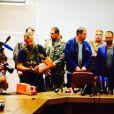 Le Premier ministre de la république auto-proclamée de Donetsk, Alexander Borodai, et les séparatistes pro-russes ont remis les boîtes noires de l'avion MH 17 à des responsables de la Malaysian Airlines lors d'une conférence de presse à Donetsk dans la nuit du 21 au 22 juillet 2014.