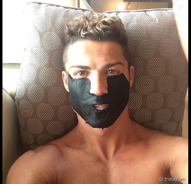 Cristiano Ronaldo avec un masque de beauté sur Instagram le 21 juillet 2014.