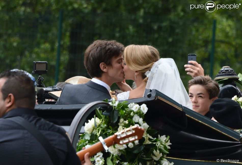 Le mariage d'Isabelle Strom, petite-fille de Robert Zellinger de Balkany, et de Clemente Zavaleta Jr, a été célébré une seconde fois le 26 juillet 2014 au château de Sainte-Mesme (Yvelines).