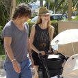 Carles Puyol, sa belle Vanessa Lorenzo et leur fille Manuela à Ibiza, le 24 juillet 2014