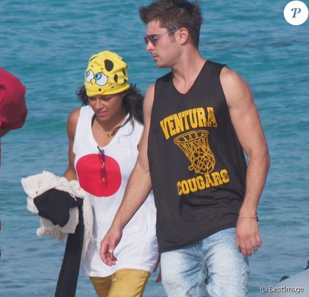 L'actrice Michelle Rodriguez et Zac Efron sont avec des amis en vacances à Ibiza, le 2 août 2014.