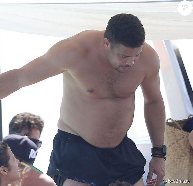 Exclusif - Ronaldo se détend avec sa fiancée Paula Morais et des amis à Ibiza. Le 3 août 2014.