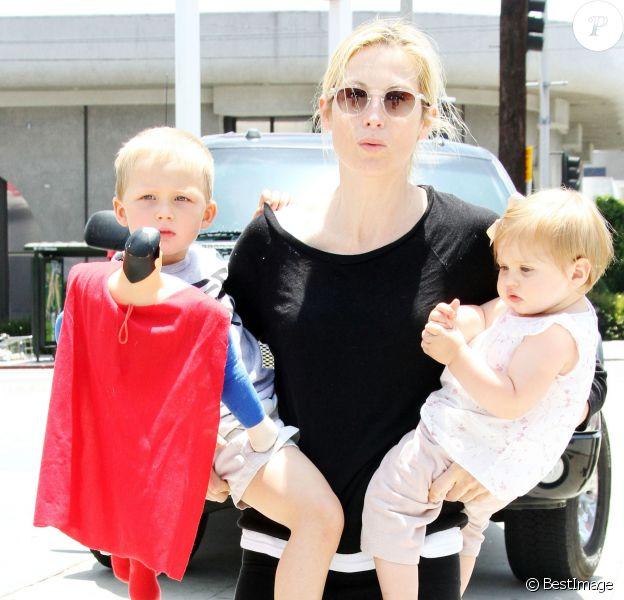 Kelly Rutherford avec ses enfants Hermes et Helena à Los Angeles, le 26 juin 2010.
