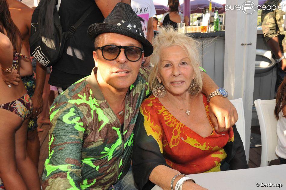 Exclusif - Jean-Roch et sa mère lors du concert privé donné par Jean-Roch sur l'Eden Plage de Saint-Tropez, le 13 août 2014.