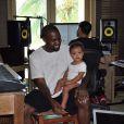 Kanye West et sa fille North en studio, au Mexique. Août 2014.