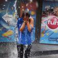 Karima Charni relève l'Ice Bucket Challenge à Paris devant les locaux de Fun Radio.