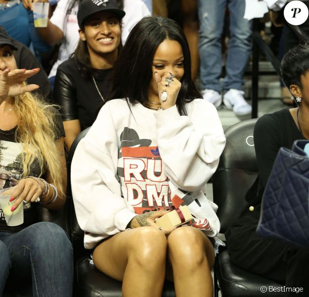Rihanna assiste au match de basketball caritatif RN Summer Classic au Barclays Center. Brooklyn, le 21 août 2014.
