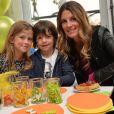 """Exclusif - Sophie Thalmann et ses enfants Charlie et Mika lors d'un goûter de Pâques """" Tout Chocolat """" à l'Hôtel de Vendôme à Paris le 9 avril 2014."""
