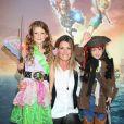 """Sophie Thalmann et ses enfants Mika et Charlie - Avant-première du film """"Clochette et la Fée Pirate"""" au Gaumont Marignan sur les Champs-Elysées à Paris, le 25 mars 2014."""