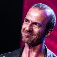 <p>Calogero lors du concert anniversaire de la radio RFM pour ses 33 ans sur la scène des Folies Bergère à Paris le 16 juin 2014</p>