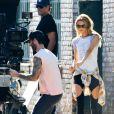 Adam Levine et Behati Prinsloo tournent le nouveau clip du groupe Maroon 5 à Los Angeles. Le 30 août 2014.