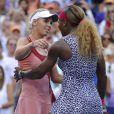 Caroline Wozniacki et Serena Williams après leur finale à l'US Open, à l'USTA Billie Jean King National Tennis Center de New York le 7 septembre 2014
