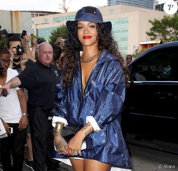 Rihanna arrive au défilé Alexander Wang printemps-été 2015 à New York. Le 6 septembre 2014.