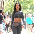 Rihanna, sexy en crop-top et legging Alexander Wang pour H&M (collection disponible à partir du 6 novembre), se balade dans le quartier de SoHo. New York, le 7 septembre 2014.