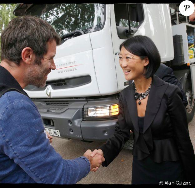 La ministre de la Culture Fleur Pellerin est venue sur le tournage de la nouvelle série historique de Canal+, Versailles, rencontrant le réalisateur Jalil Lespert - 4 septembre 2014