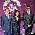 """Bertrand Belinguier, Juliette Binoche et Hamad Bin Abdul Rahman Al-Attyah lors de la soirée du """"Qatar Prix de l'Arc de Triomphe 2014"""" sur la Seine le 17 septembre 2014"""