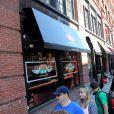 A l'occasion des 20 ans de la série Friends, une réplique du Central Perk a ouvert ses portes à New York le 17 septembre 2014, au croisement de Lafayette et Broome Streets dans le quartier de Soho