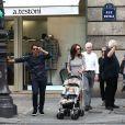 Tamara Ecclestone, son mari Jay Rutland et leur adorable fillette Sophia, simples piétons à Paris le 20 septembre 2014