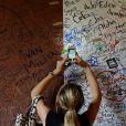 Abbey Clancy joue les touristes dans les rues de Vérone avec une amie, le 20 septembre 2014